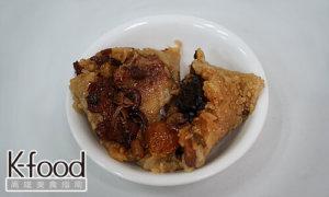 《龐家肉粽》剝開來整個頗面都是紅燒爌肉,跟滿滿的料!